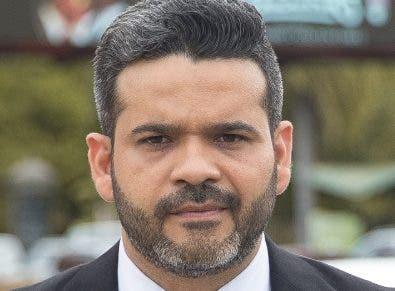 El locutor Claudio Gómez.