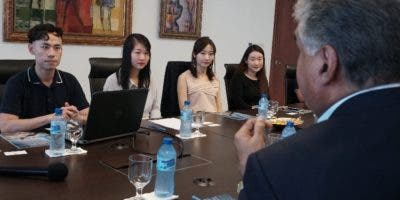 Fausto Fernández recibió  la delegación de China.