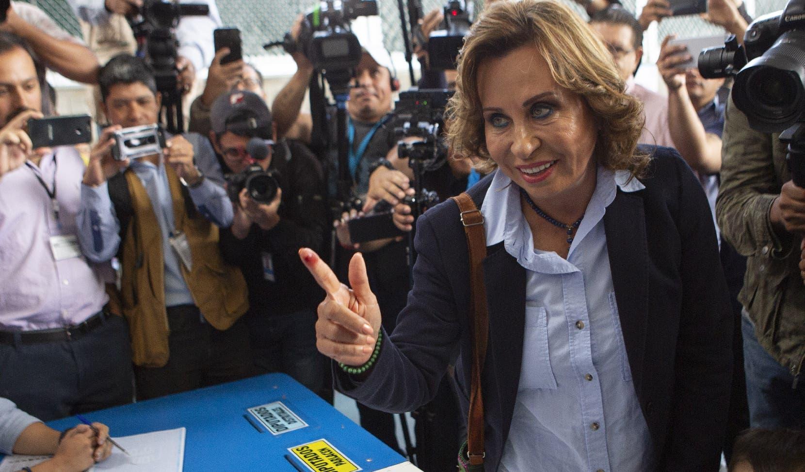 Sandra Torres, del partido socialdemócrata Unidad Nacional de la Esperanza , y favorita de las encuestas, emitió su voto.