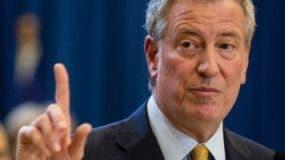 Bill de Blasio protegerá a taxistas de Nueva York.