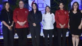 Paola Pérez, Luigi Puello, Lewanda Bello, Diana Munné, Nicole Baba y Ana Lebrón.