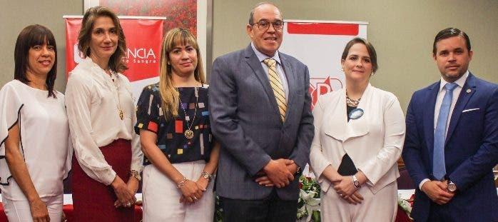 Wilma Santana, Cynthia León, Diana Ramírez, Milcíades  Fiorinelly, Eliza Fernández y Agustín Díaz.