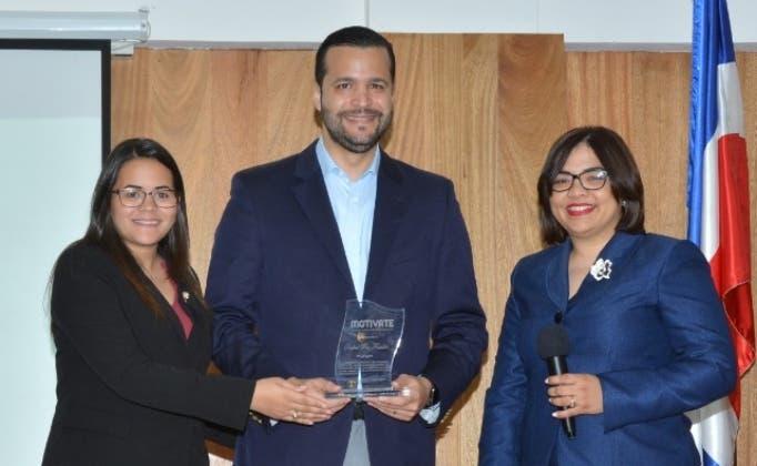 Jesebel Guzmán, Rafael Paz y Yulibelys Wandelpool.