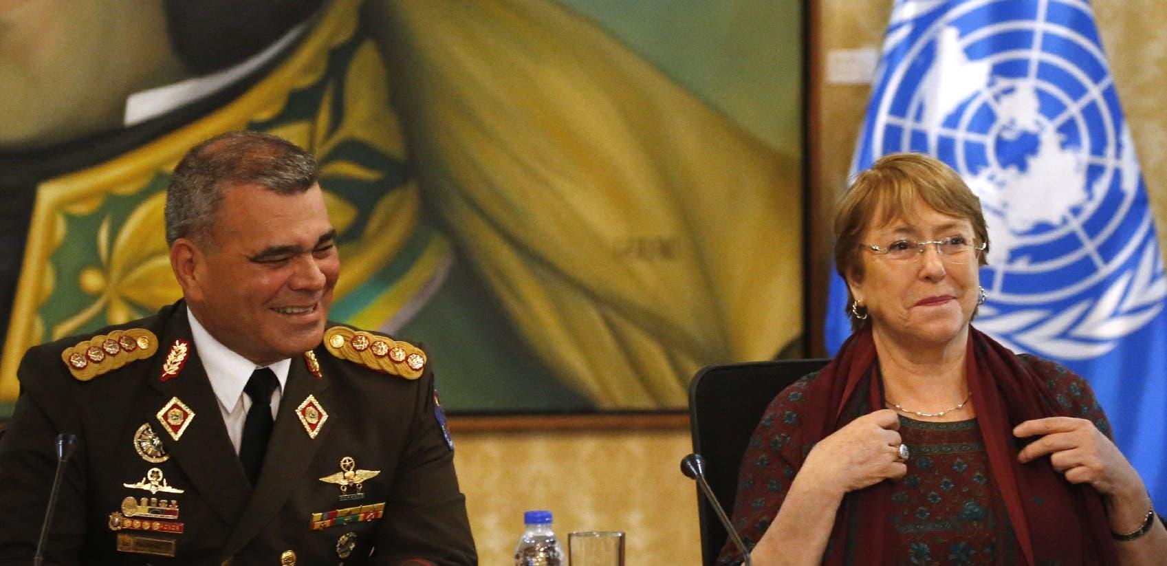 Michelle Bachelet, alta comisionada de Naciones Unidas    con el ministro de Defensa Vladimir Padrino López.
