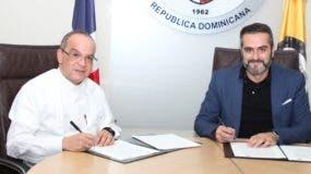 Alfredo de la Cruz Baldera y Albert Martínez Martín, en la firma del acuerdo.