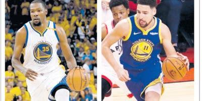 Los estelares Kevin Durant y Klay Thompson,  ambos lesionados durante los playoffs .   ap