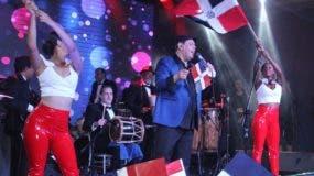 Fernando Villalona le canta a la dominicanidad en exitoso concierto.  FUENTE EXTERNA