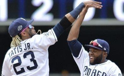 Fernando Tatis Jr. y Manuel Margot celebran con Padres.