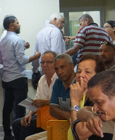 Pacientes en el  Hospital Municipal de Engombe.