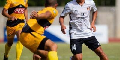 La acción corresponde al partido entre Cibao FC y Moca.