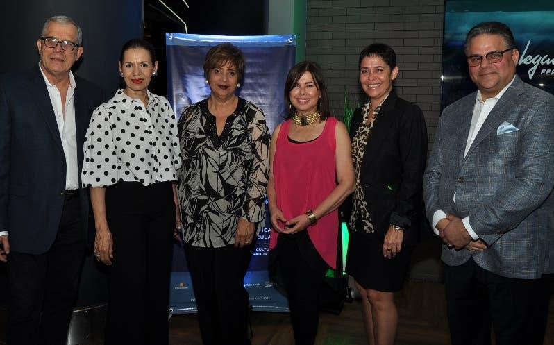 Ángel Ricardo, María del Carmen Ossaye, Purísima de León, María Cordero, Carmen María Grullón y Raúl Risik.