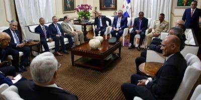 El presidente Danilo Medina en la reunión con dirigentes deportivos.