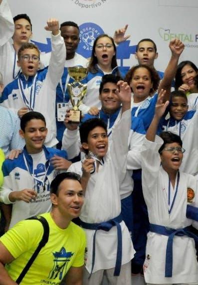 El equipo ganador del Naco.