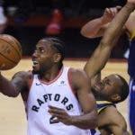 Kawhi  Leonard es el buque insignia de  Toronto Raptors. AP