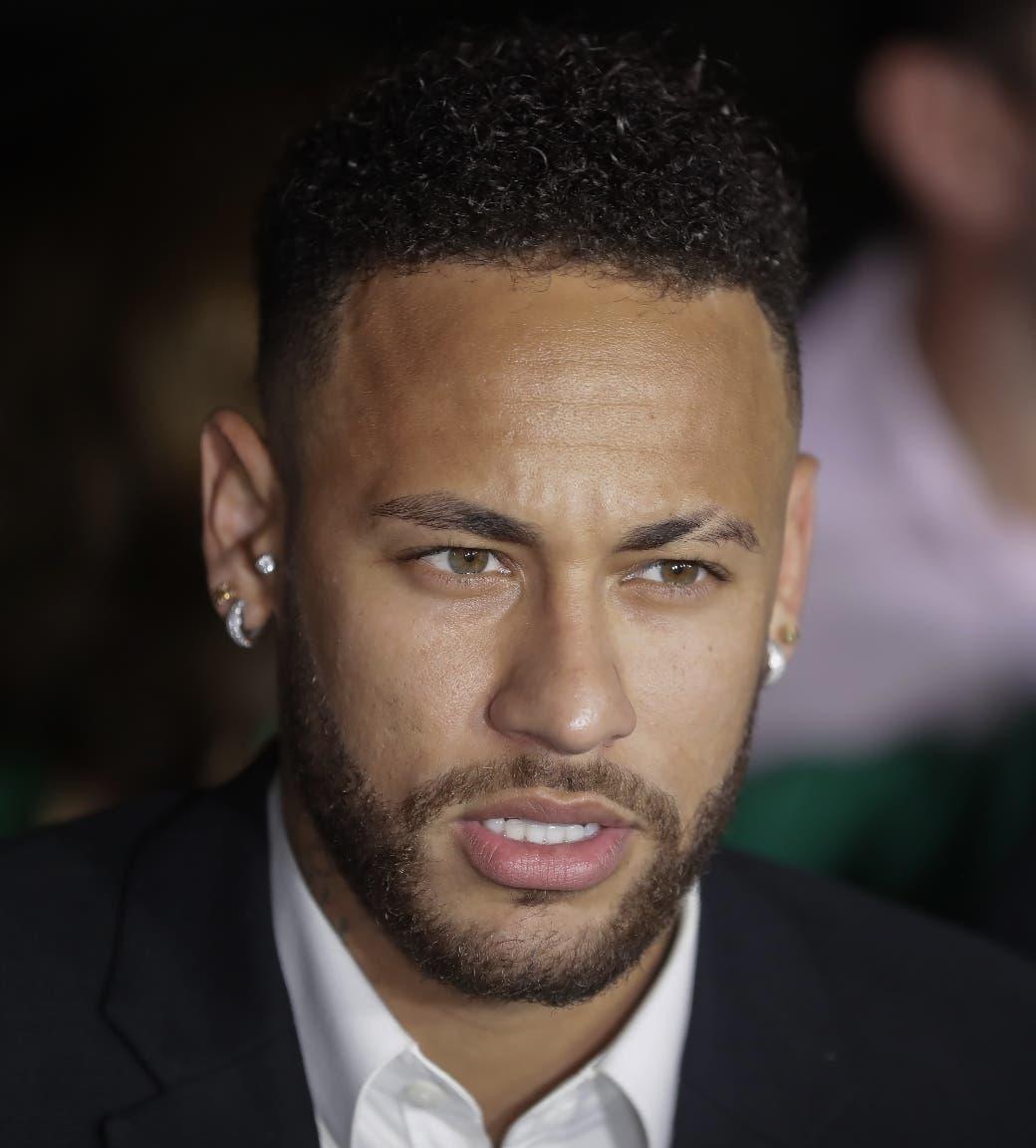 Policía tiene   vídeos de Neymar en el hotel en que joven asegura fue violada