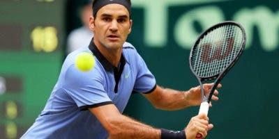 El suizo Roger Federer busca ampliar su gran dominio jugando en torneos sobre hierba.  A P