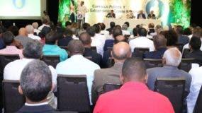 José Ignacio Paliza se dirige a los miembros de la Comisión Nacional y Ejecutiva en el acto.
