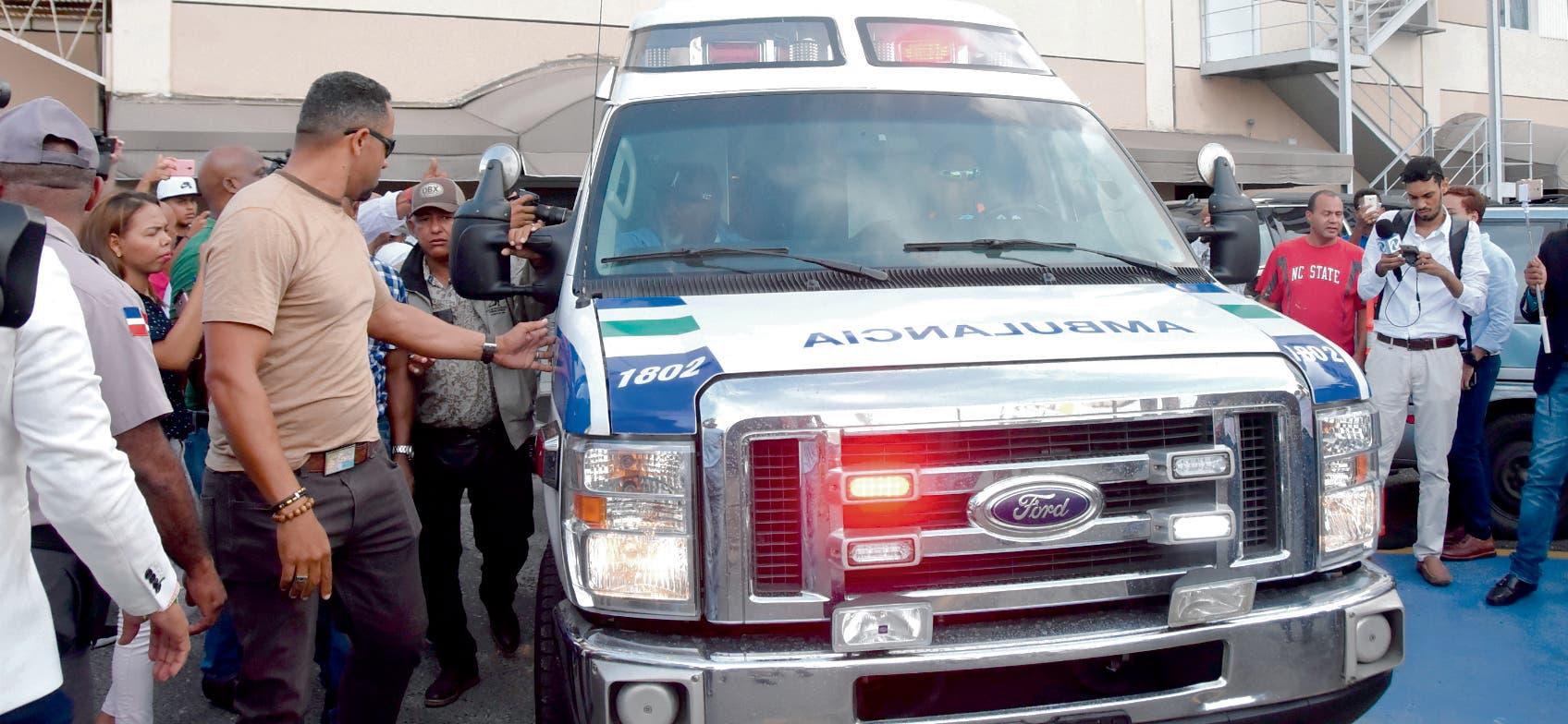 Tras ser   diagnosticado  fuera de peligo el Big  Papi fue conducido hacia el aeropuertos de Las Américas.  Alberto Calvo