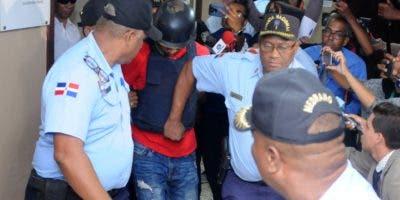Gabriel Alexander Pérez Vizcaíno cuando fue llevado anoche ante un tribunal para conocerle medida de coerción por el caso de David Ortiz.  JOSE ADAMES ARIAS