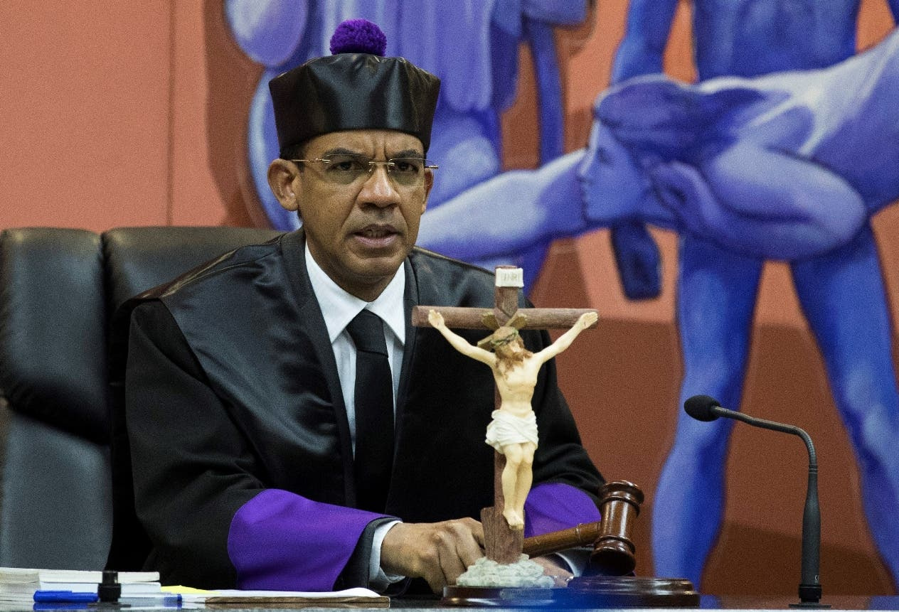 El juez Francisco Ortega tras dar  lectura  a la sentencia contra implicados  caso Odebrecht. efe