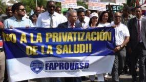Médicos protestaron ayer frente al Congreso Nacional.