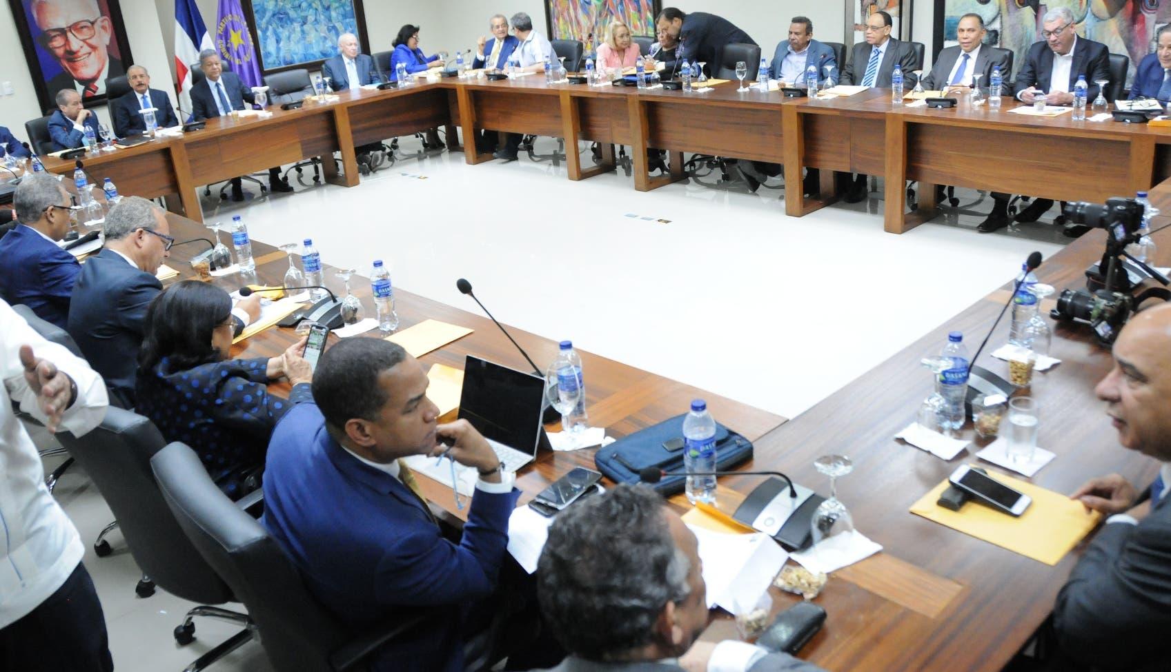 La reunión del organismo del PL D estuvo encabezada por el presidente Medina y el expresidente Fernández.  Nicolás Monegro