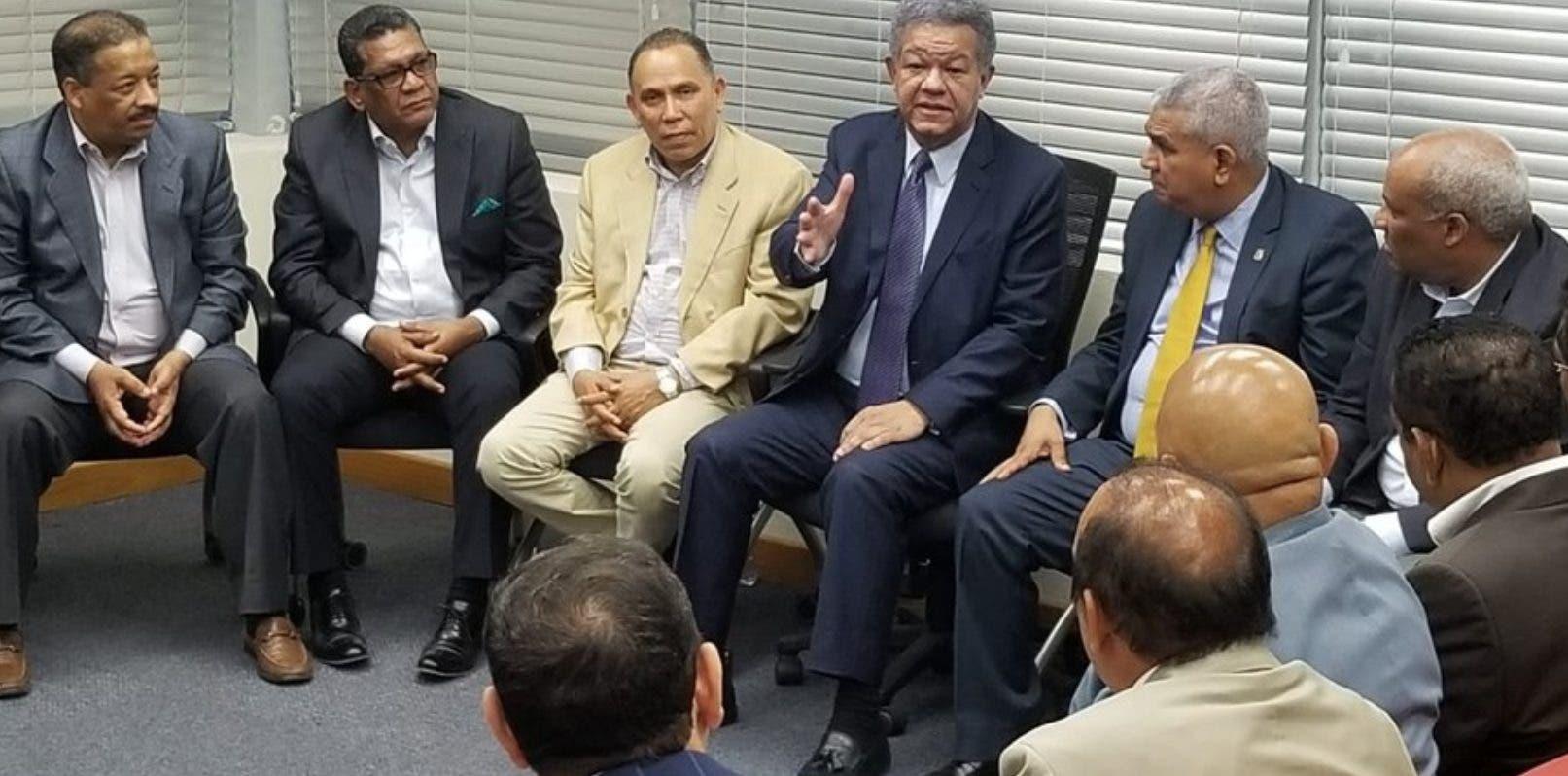 Reinaldo Pared tuvo reuniones separadas con Leonel y Danilo