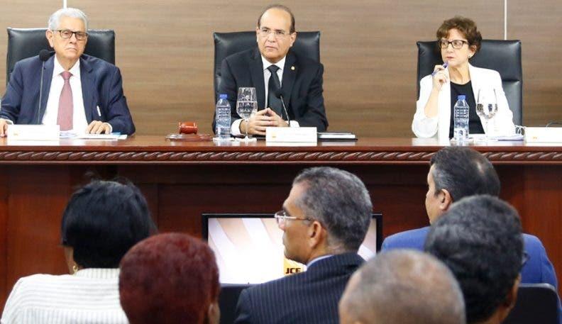 Miembros de Junta encabezaron audiencia.  fuente externa