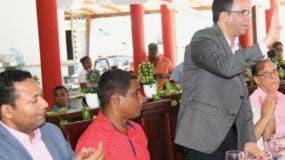Andrés Navarro se reunió con pastores de Nagua.  fuente externa