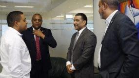 Luis Henríquez, Luis  Alberto   y Ángel Darío  Mesa en visita al director de EL DÍA, José P. Monegro.  ELIESER TAPIA