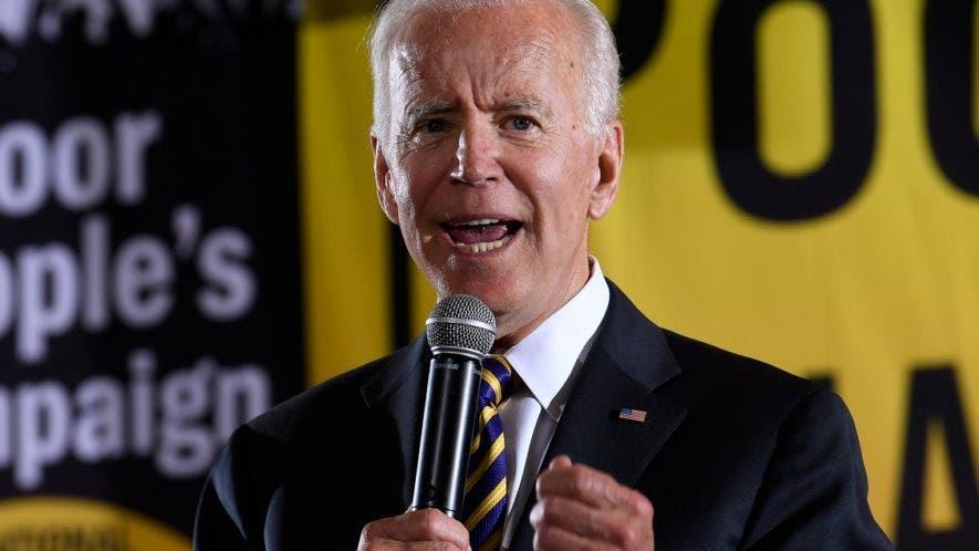 Joe Biden aventaja a una veintena de demócratas que aspiran a la candidatura presidencial en 2020, y tanto él como su más próximo rival, el senador Bernie Sanders, podrían derrotar al presidente Donald Trump, según una encuesta difundida este martes.
