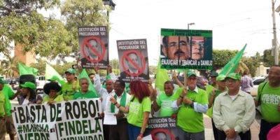 Miembros de Marcha Verde frente a la Suprema Corte de Justicia.