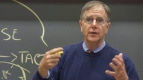 """Mike Wheeler escribió """"El arte de la negociación: cómo improvisar un acuerdo en un mundo caótico""""."""