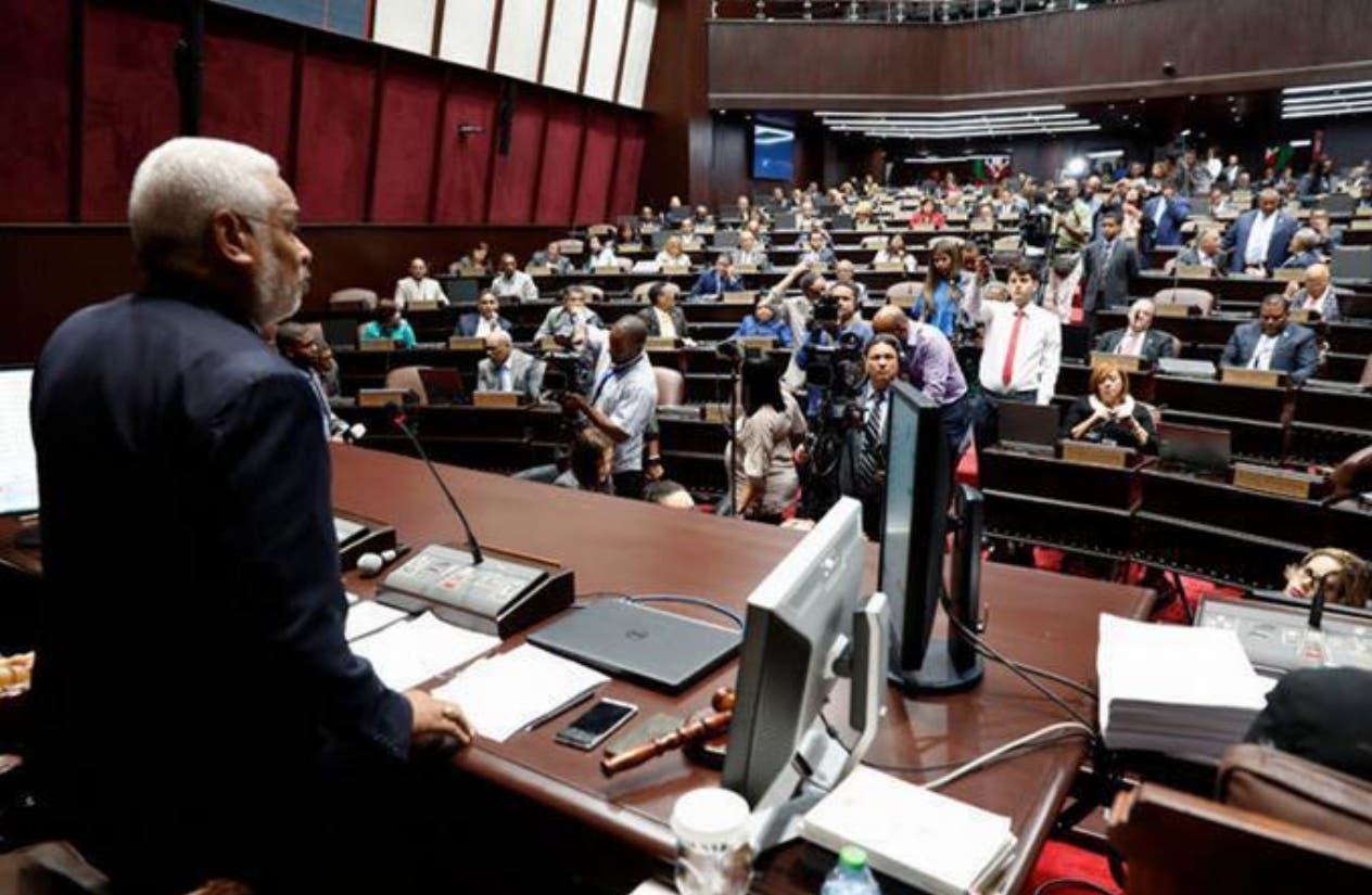 Leonelistas y el PRM les tumban el pulso nuevamente a danilistas en la Cámara de Diputados; suspenden sesión
