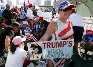 Seguidores de Trump llegaron con varias horas de antelación para estar en primeras filas (AP Photo/John Raoux).
