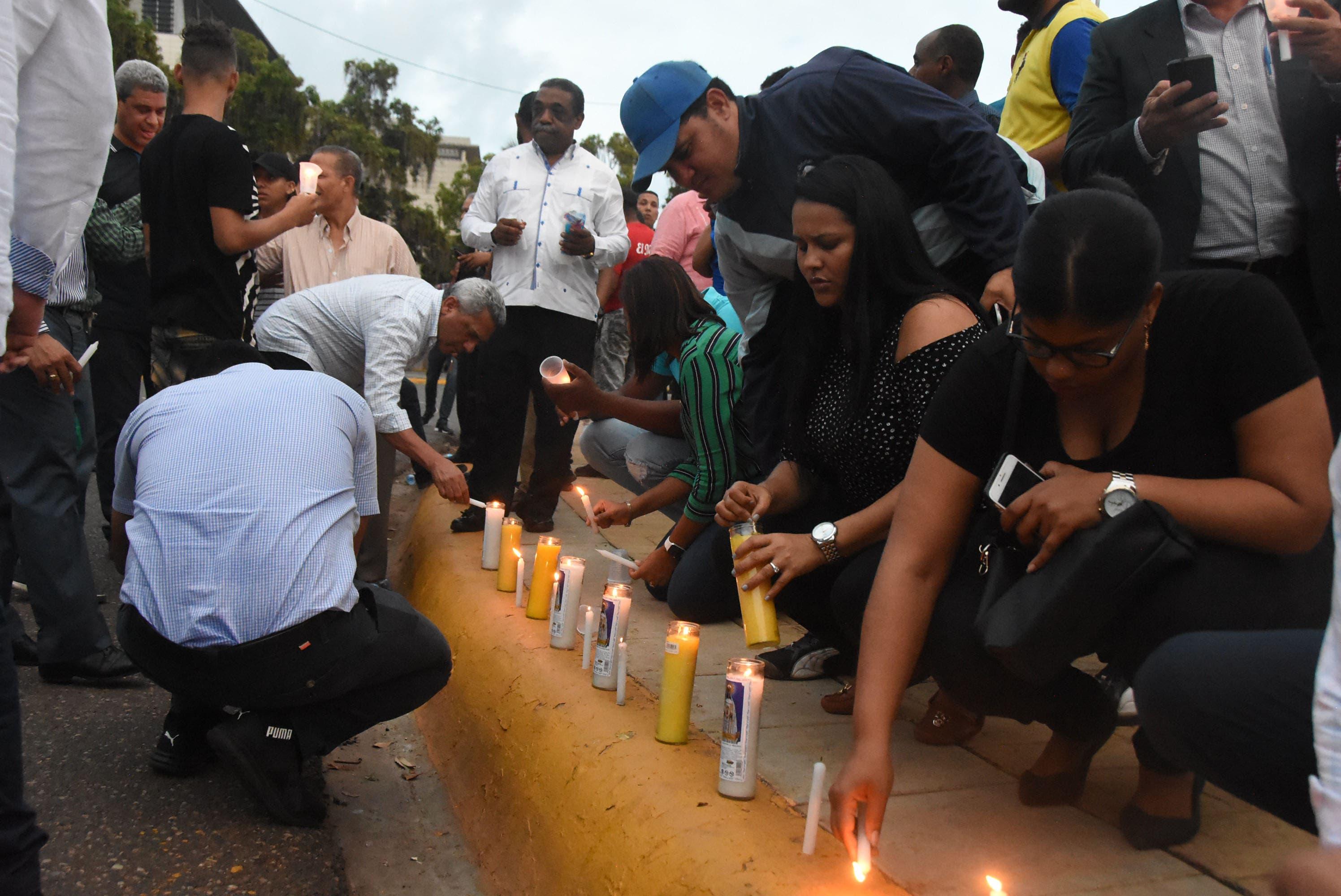 2. Los manifestantes encendieron velas