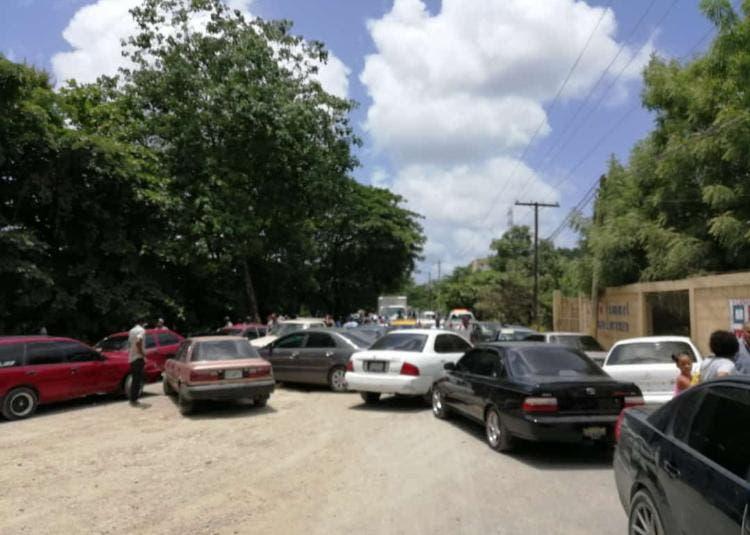 Paralizan transporte público en Cambita en demanda construcción de puente