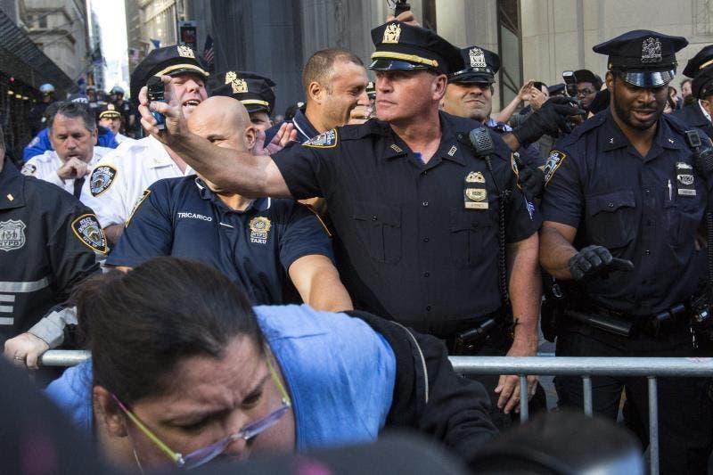 Detienen a 70 activistas medioambientales en protesta frente a The New York Times