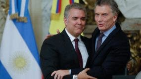 Presidente de Colombia se reúne con su homólogo de Argentina, Mauricio Macri.