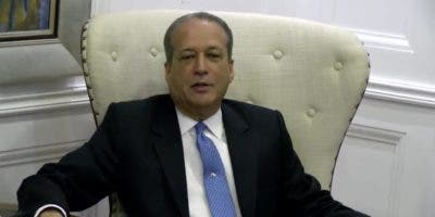 Reinaldo Pared Pérez habla durante la rueda de prensa.