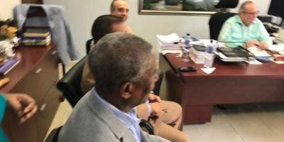 Los senadores danilistas realizaron el encuentro en la oficina de Charles Maritott.