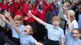 En los coros comunitarios se aceptan personas de todas las edades y de todas las habilidades para cantar.