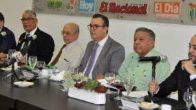 Manuel  Corripio, Freddy Ángel Castro, Rafael Luciano Pichardo, Jottin Cury,   Juan Bolívar Díaz y  Manuel Fermín Cabral  durante  almuerzo. Carolina Fernández