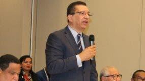 Johnny Jones habla a nombre de municipalistas.  fuente externa