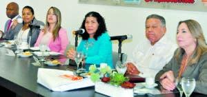 Delegación del Unfpa en el Almuerzo Semanal Grupo de Comunicaciones Corripio. C. Fernández