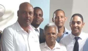Autoridades del hospital junto a líderes evangélicos.