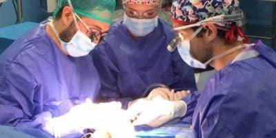 En República Dominicana  existen 194 cirujanos plásticos miembros de la Sociedad.