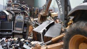 Algunos de los equipos  desmantelados por las autoridades del Ministerio de Hacienda.