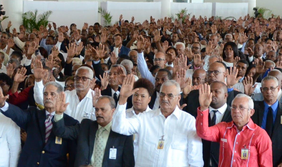 Miembros y suplentes de las juntas electorales  se juramentaron ayer.  JOSÉ DE LEÓN