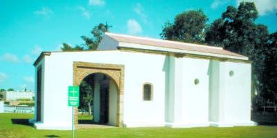 Aspecto de la capilla de Nuestra Señora del Rosario, patrona de los navegantes, iglesia del siglo XVL, erigida sobre los restos de la capilla original del siglo XV.